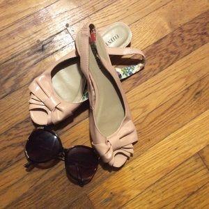 Ellen Tracy dress peep toe flats